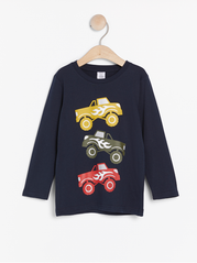 Mørke navy bluse med monster trucks