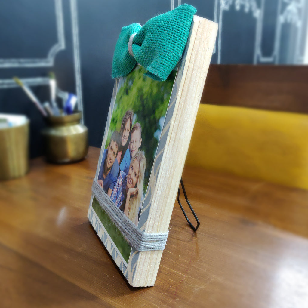Photo Desk Board With Coloured Jute Bow, Size 6x9 Inches