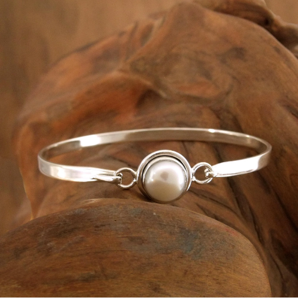 NOVICA Handcrafted Women Jewelry Sterling Silver 'Aesthetic Moon' 10mm Pearl Bangle Style Bracelet