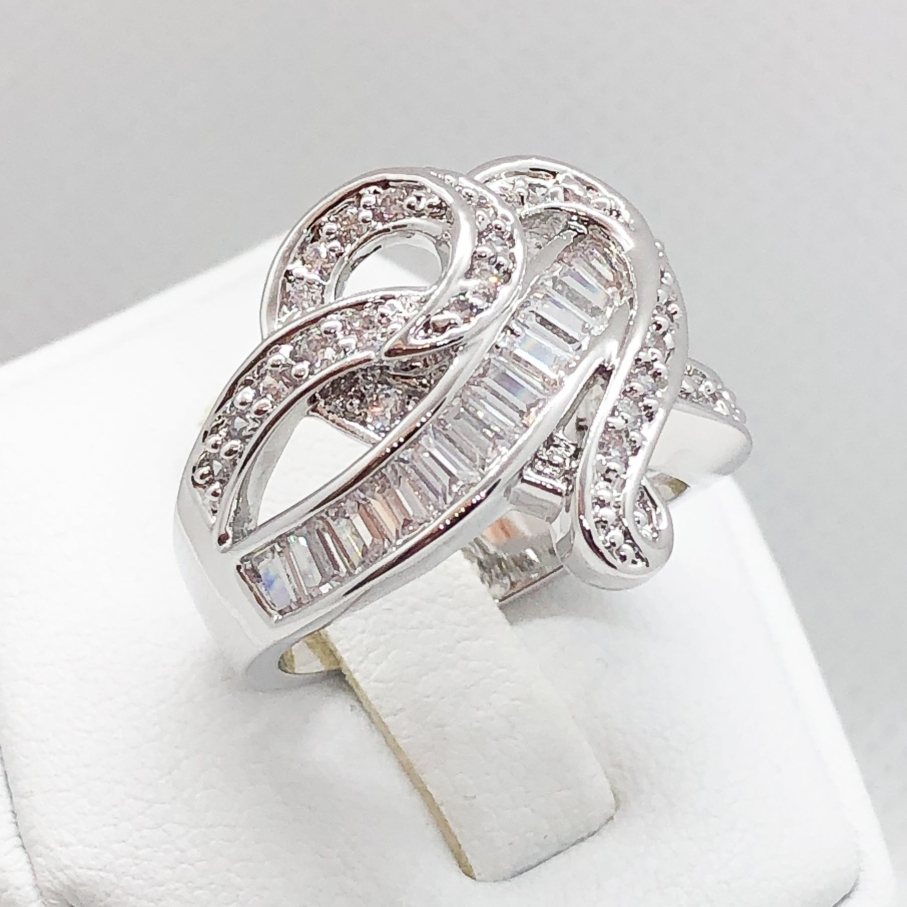ID:R5472 Women 18K White Gold GF Fashion Jewelry Beautiful Unique Heart Design Cluster Cocktail Ring Anniversary Gift