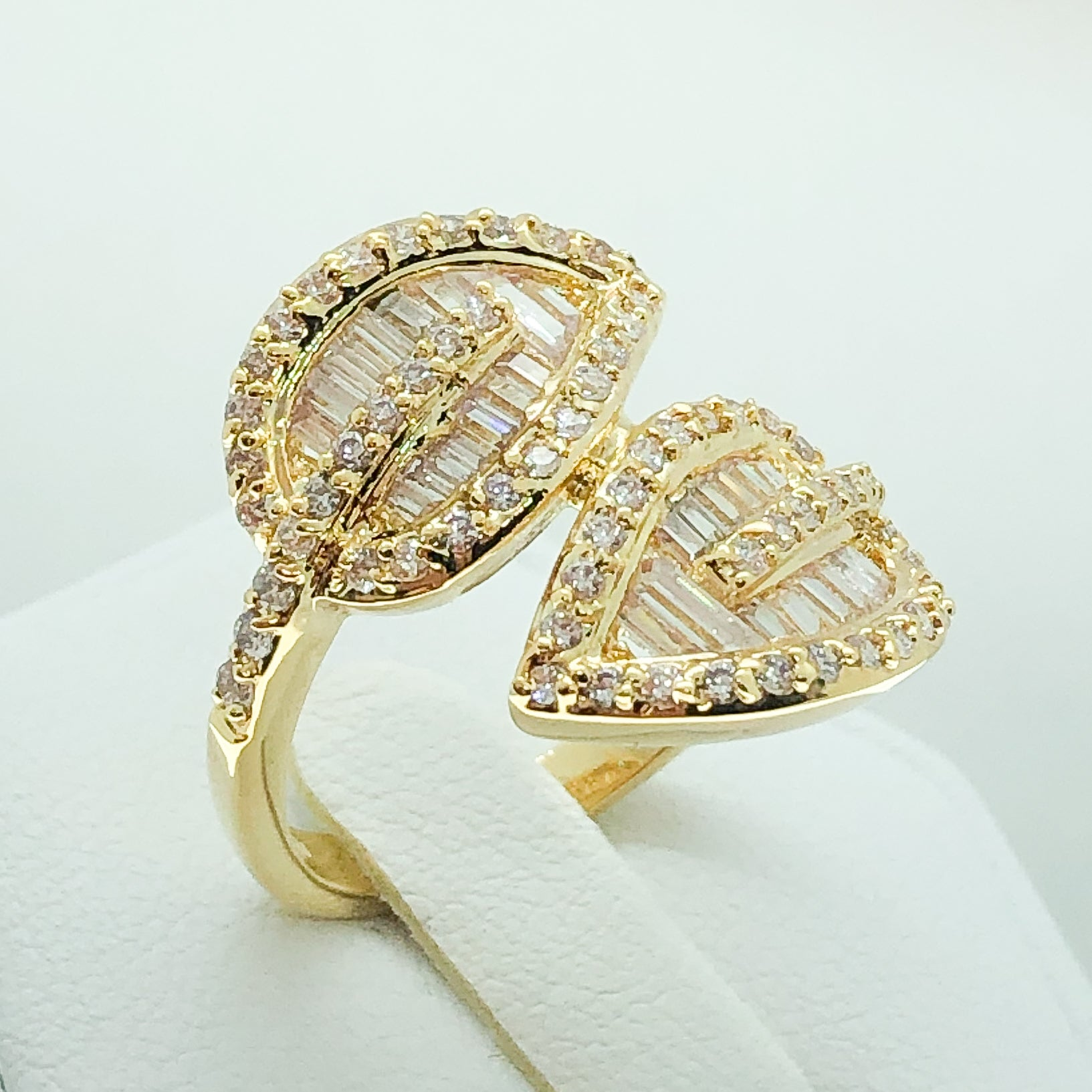 ID:R5126 Women 18K Yellow Gold GF Fashion Jewelry Sparkly Clear Gemstone Unique Two Leaves Design Cocktail Ring