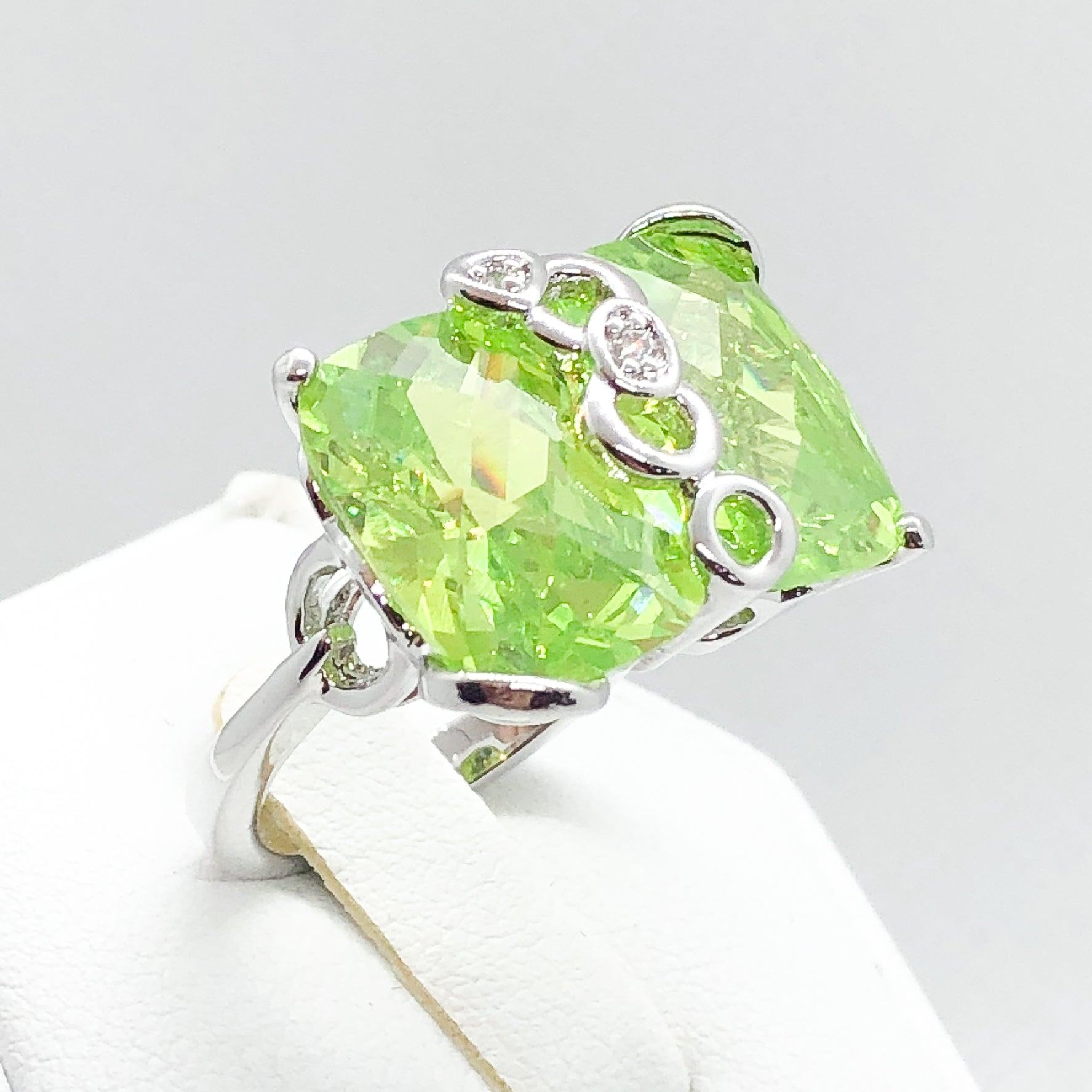 ID:R3529 Women Fashion Jewelry 18K White Gold GF Pretty Big Green Crystal Cocktail Ring