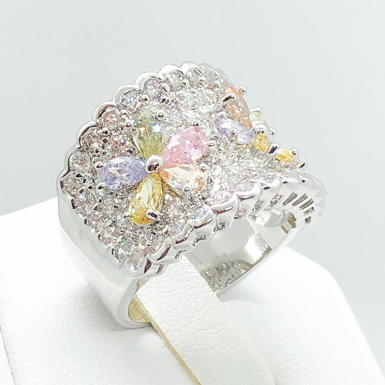 ID:R4596 Women 18K White Gold GF Fashion Jewelry  Phenomenal Flower Design Color Gemstone Cocktail Band Ring