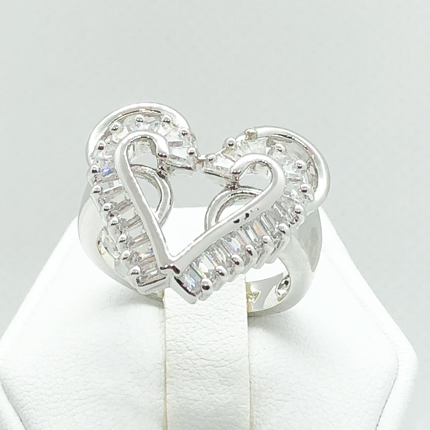 ID:R4522 Women 18K White Gold GF Fashion Jewelry Breathtaking Unique Heart Design Engagement Wedding Ring