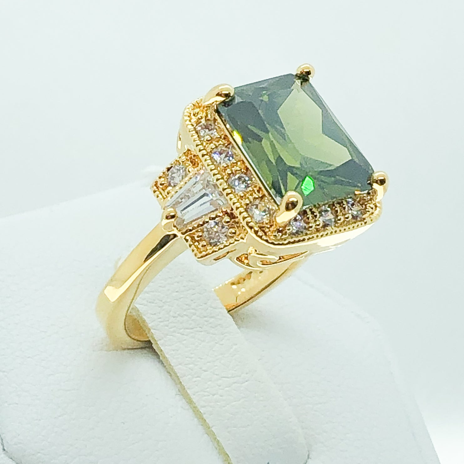 ID:R4166 Women 18K Yellow Gold GF Fashion Jewelry Big Green Crystal Comfortable Dairy Wearing Cocktail Ring