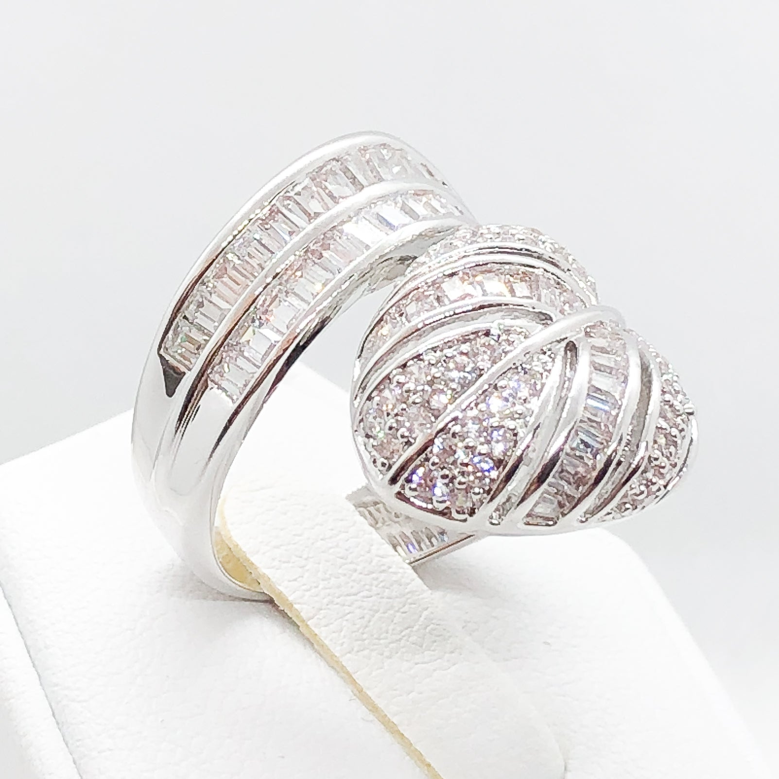 ID:R4149 Women 18K White Gold GF Fashion Jewelry Latest Unique Leaf Design Shimmering Gemstones Cocktail Ring