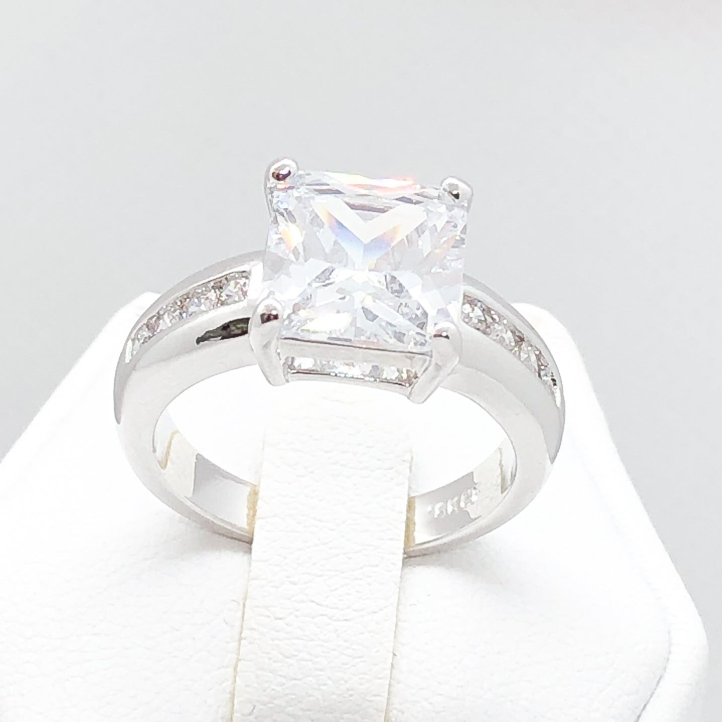 ID:R4068 Women 18K White Gold GF Fashion Jewelry Engagement Wedding Solitaire with Accent Bridal Diamonique Ring