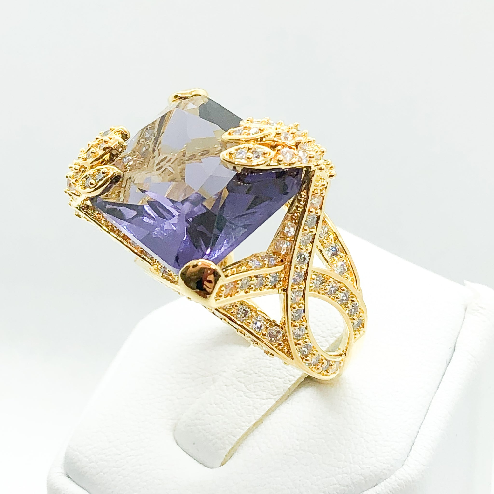 ID:R3844-4 Women Fashion Jewelry 18K Yellow Gold GF Big Center Amethyst with Clear Diamonique Accent Alluring Cocktail Ring Perfect Anniversary Gift