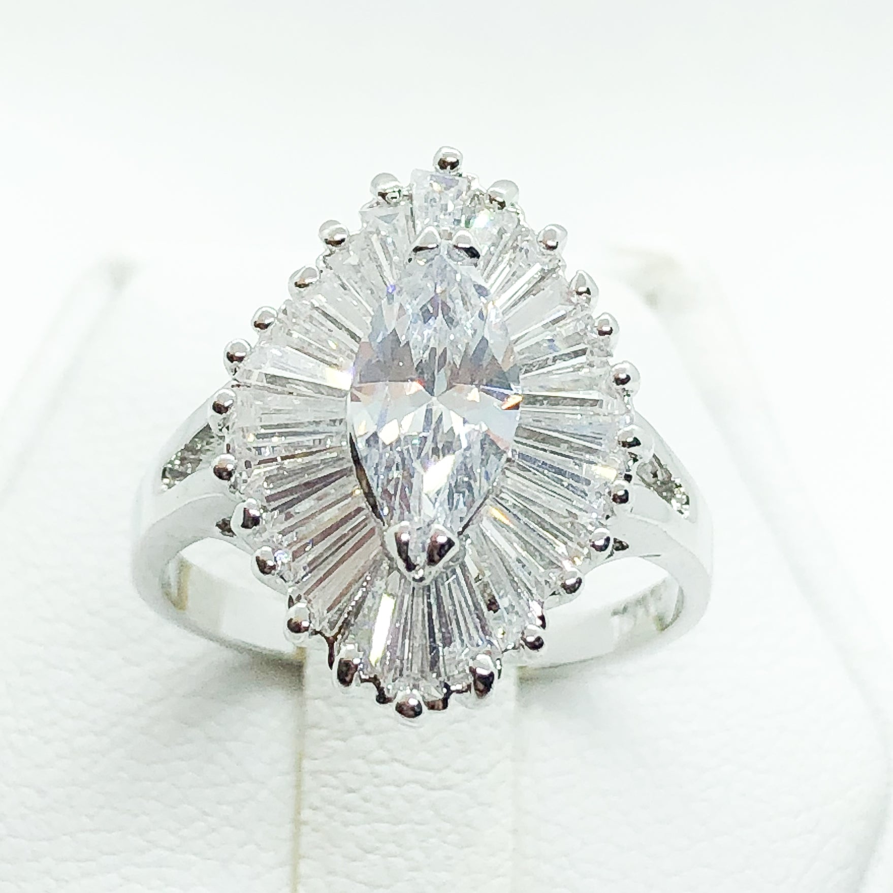 ID:R0579 Women Vintage Jewelry 18K White Gold GF Gorgeous Engagement Wedding Bridal Solitaire Diamonique Ring With Accent