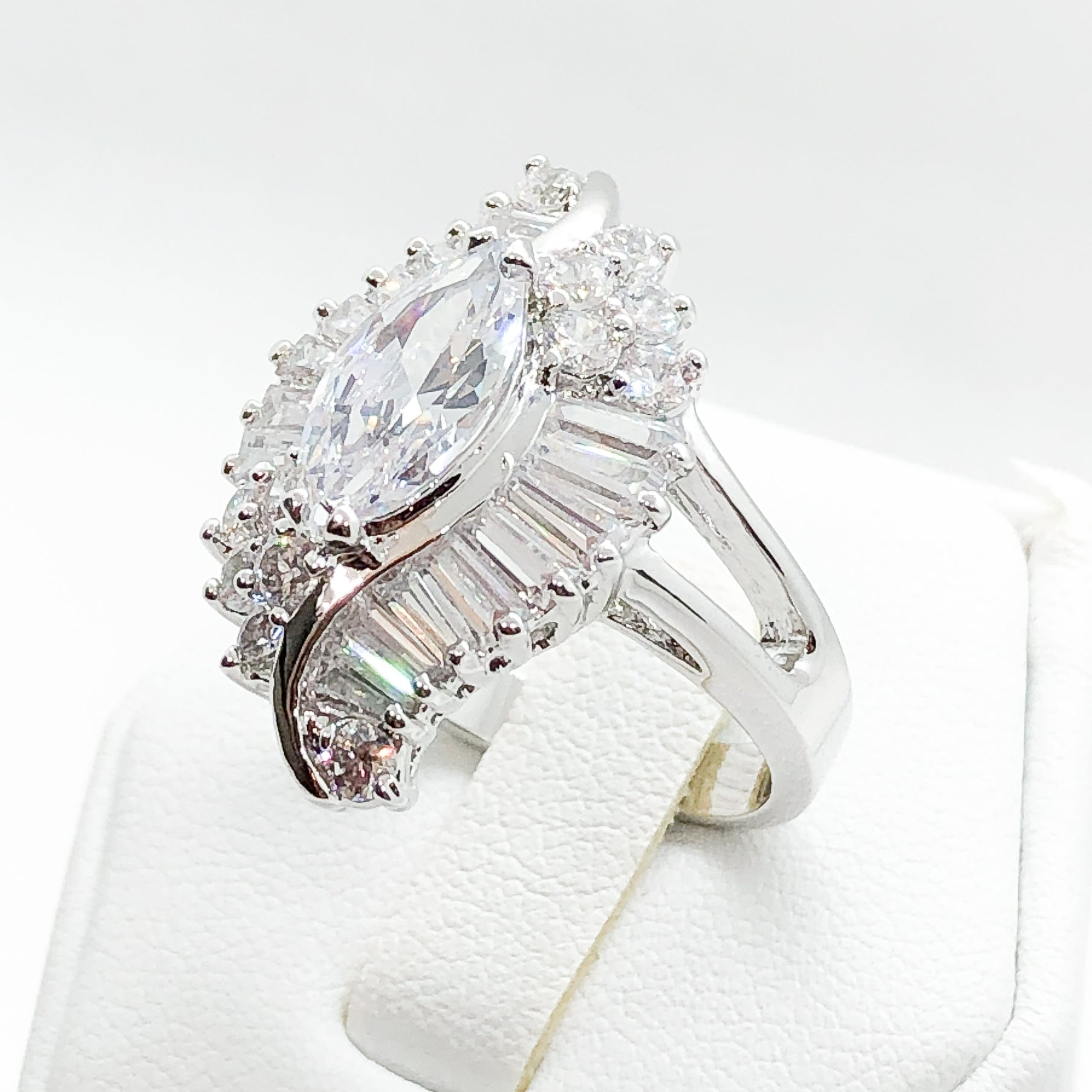 ID:R0578 Women Vintage Jewelry 18K White Gold GF Eye-Catching Engagement Wedding Solitaire Bridal Diamonique Ring With Accent