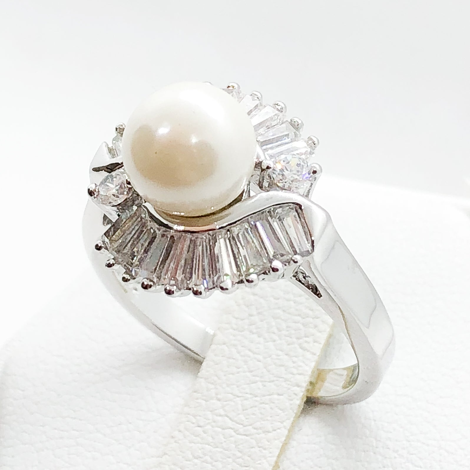 ID:R0529 Women Vintage Jewelry 18K White Gold GF First-Class Fresh Pearl Ring With Diamonique Accent Anniversary Birthday Gift