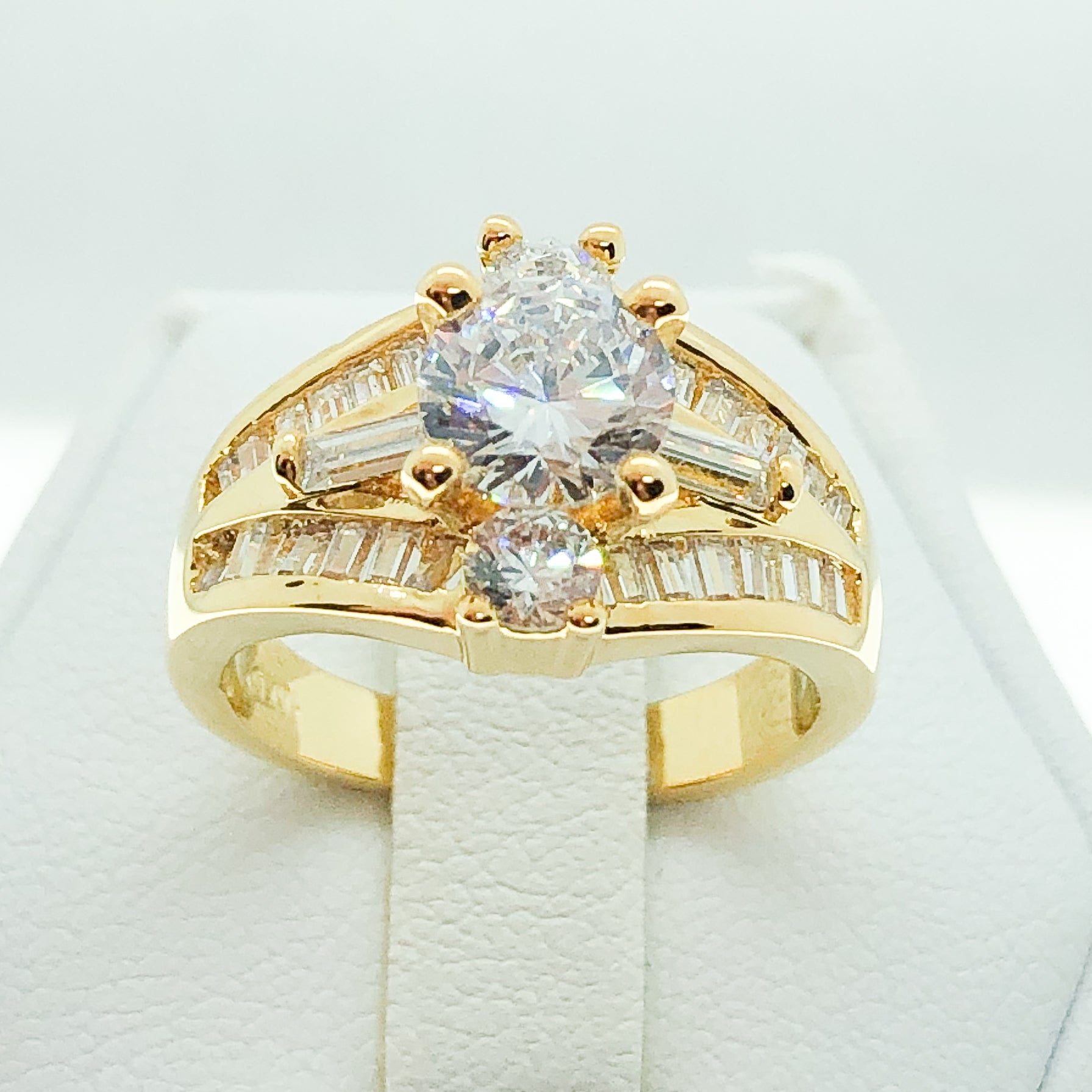 ID:R7897 Women Jewelry 18K Yellow Gold GF Vintage Comfortable Everyday Wear Clear Stones Cluster Ring