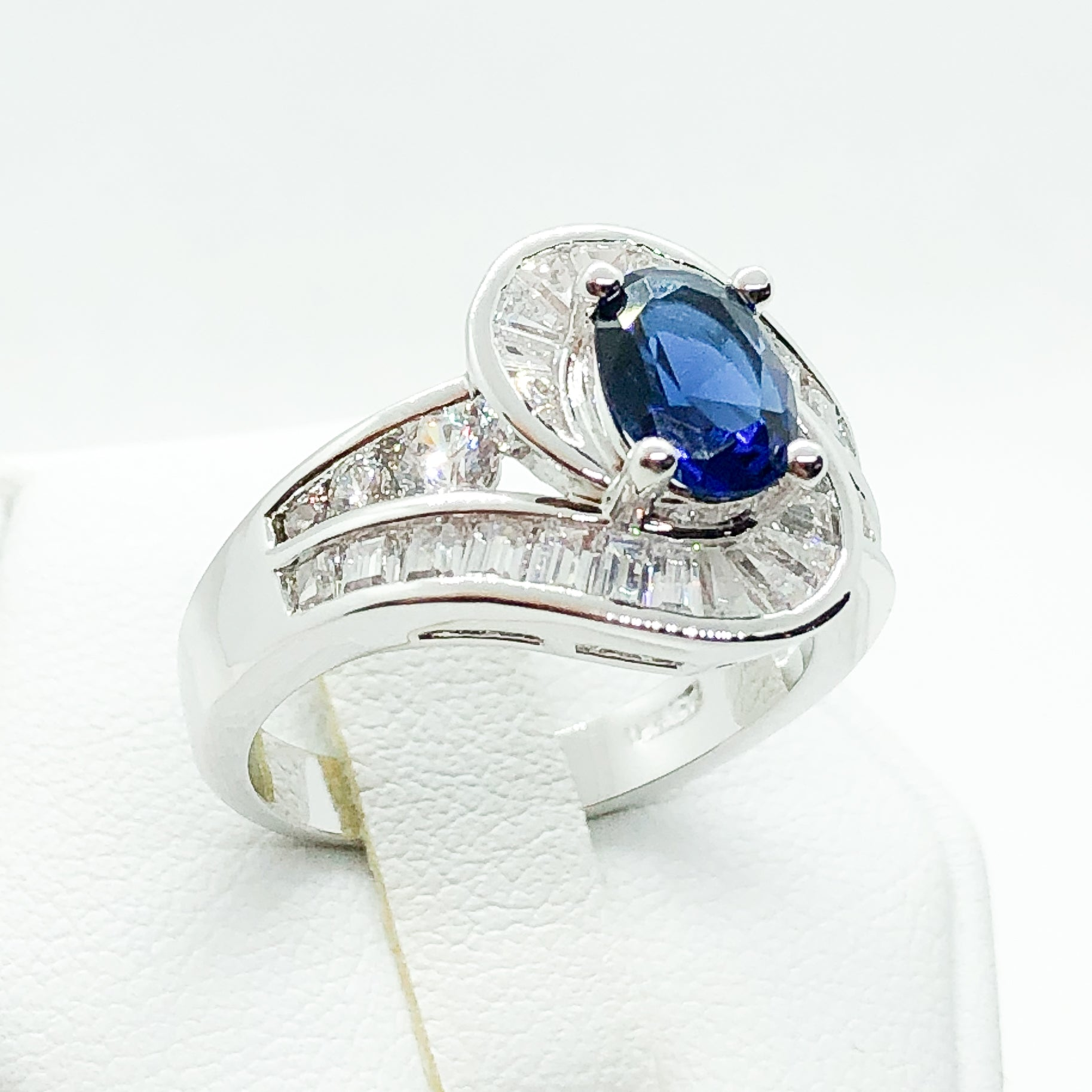 ID:R7893 Women Jewelry 18K White Gold GF Charming Classic Ring Oval Sapphire Solitaire With Clear Stones Accent
