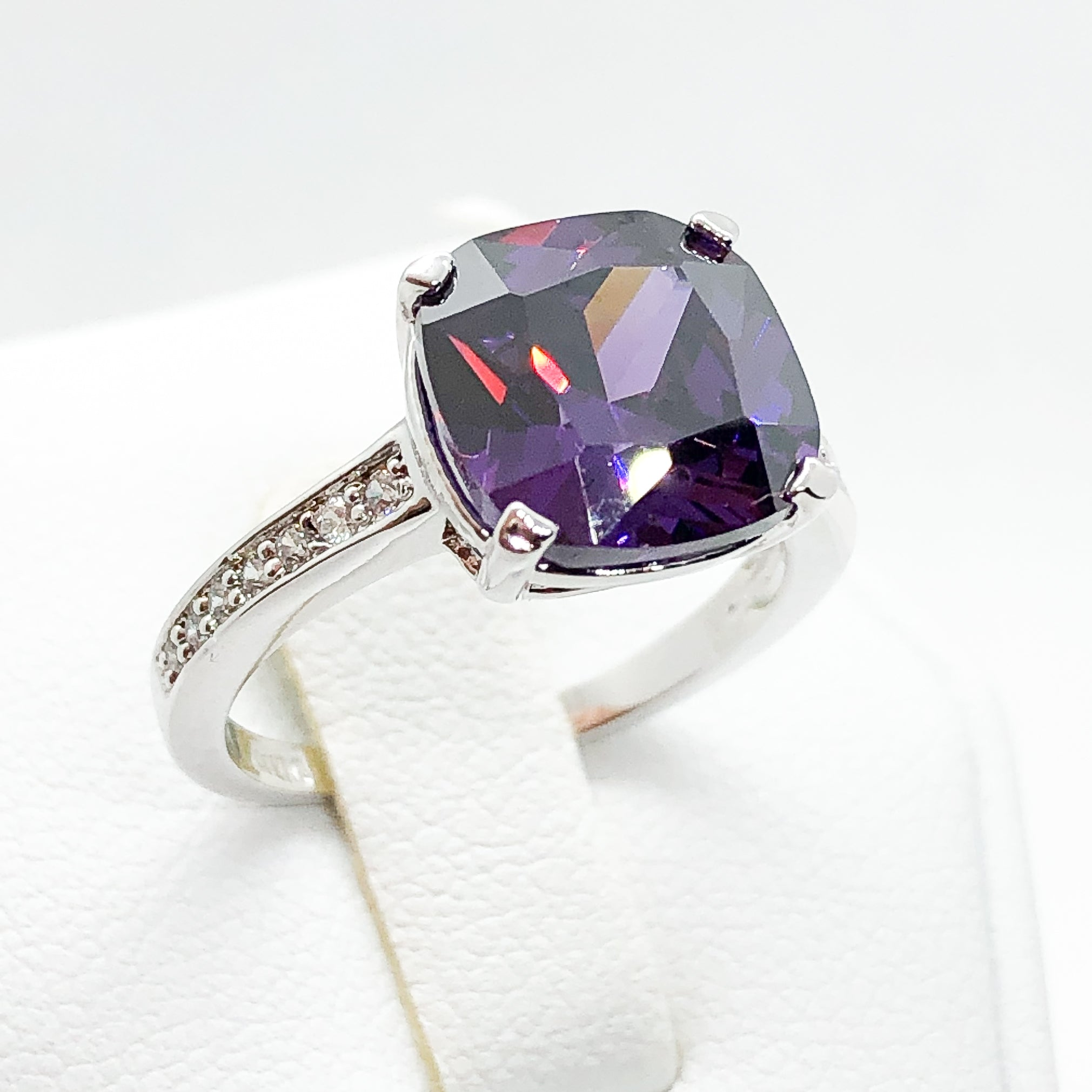ID:R7546 Women Jewelry 18K White Gold GF Stunning Big Solitaire Amethyst Ring With Clear Round Stones Accent