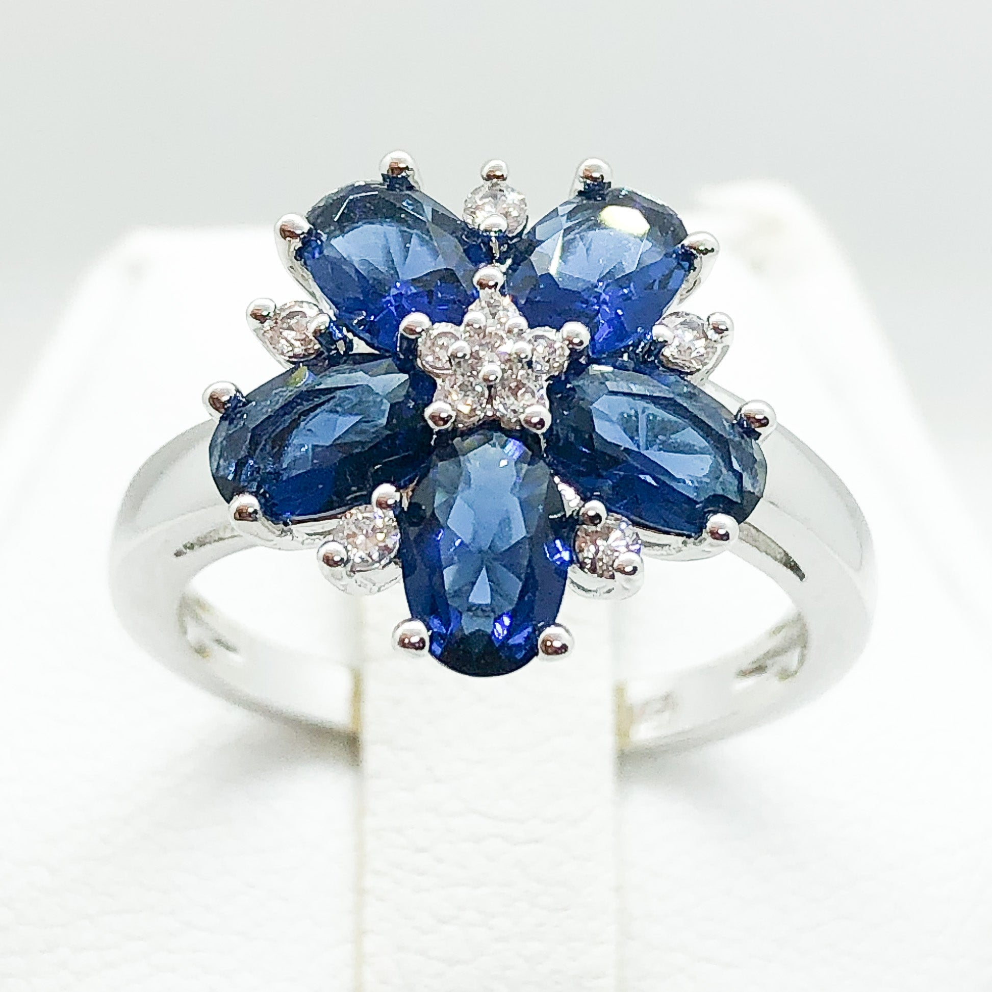 ID:R7166 Women 18K White Gold GF Fashion-Forward Jewelry Sapphire and Clear Stone Floral Design Ring