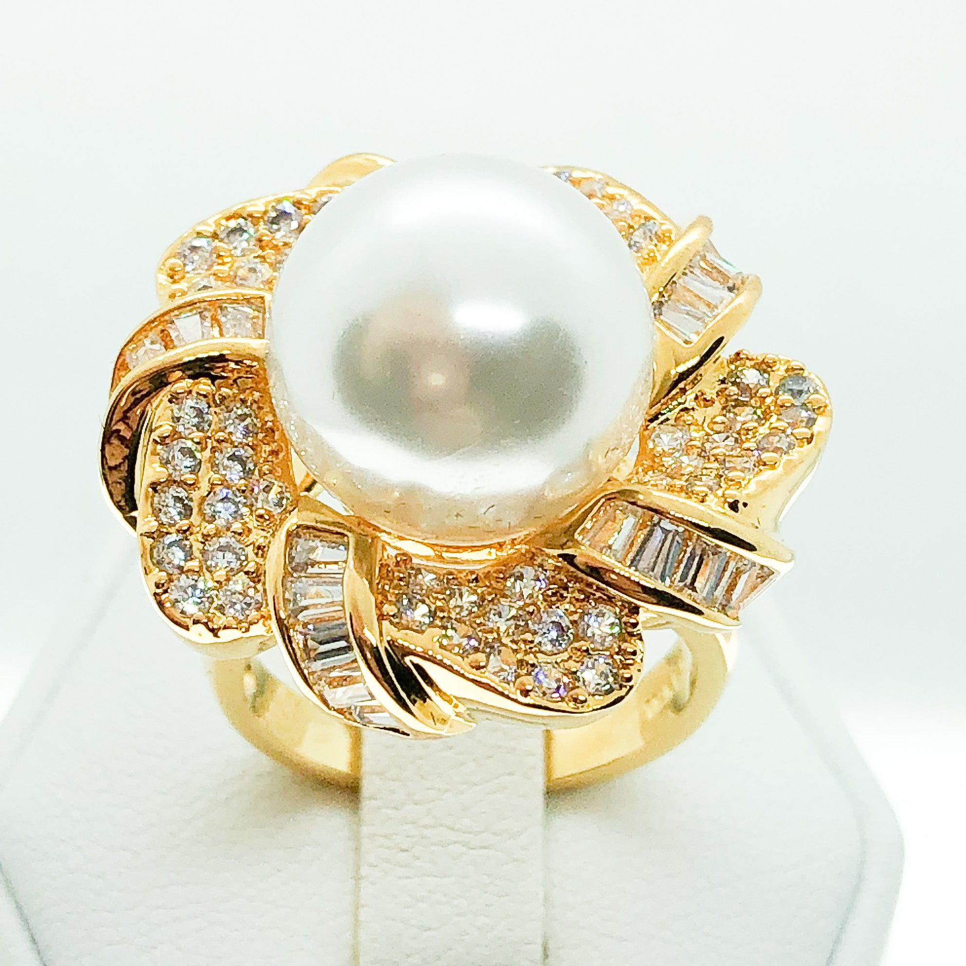 ID:R6189 Women 18K Yellow Gold GF Fashion Jewelry Expensive-looking Luxury 11mm White Pearl Ring With Clear Gemstones Accent