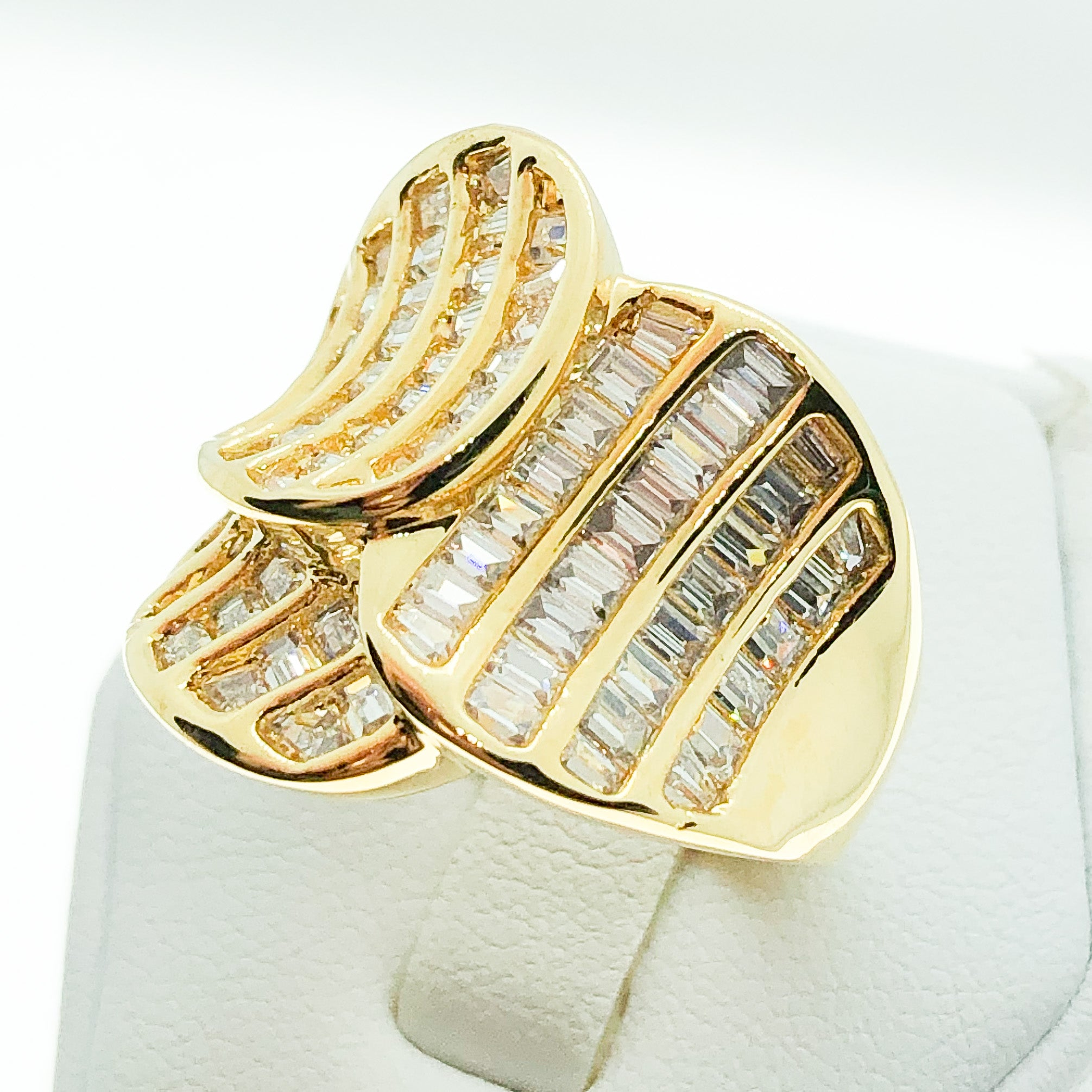 ID:R4808 Women 18K Yellow Gold GF Fashion Jewelry Good-looking Clear Baguette Gemstone Unique Design Ring Promise Gift