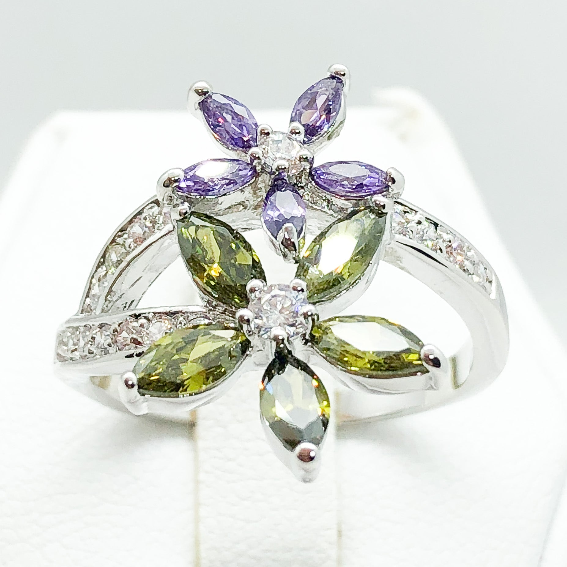 ID:R4595 Women 18K White Gold GF Fashion Jewelry Spectacular Color Gemstone Flowers Design Cocktail Ring