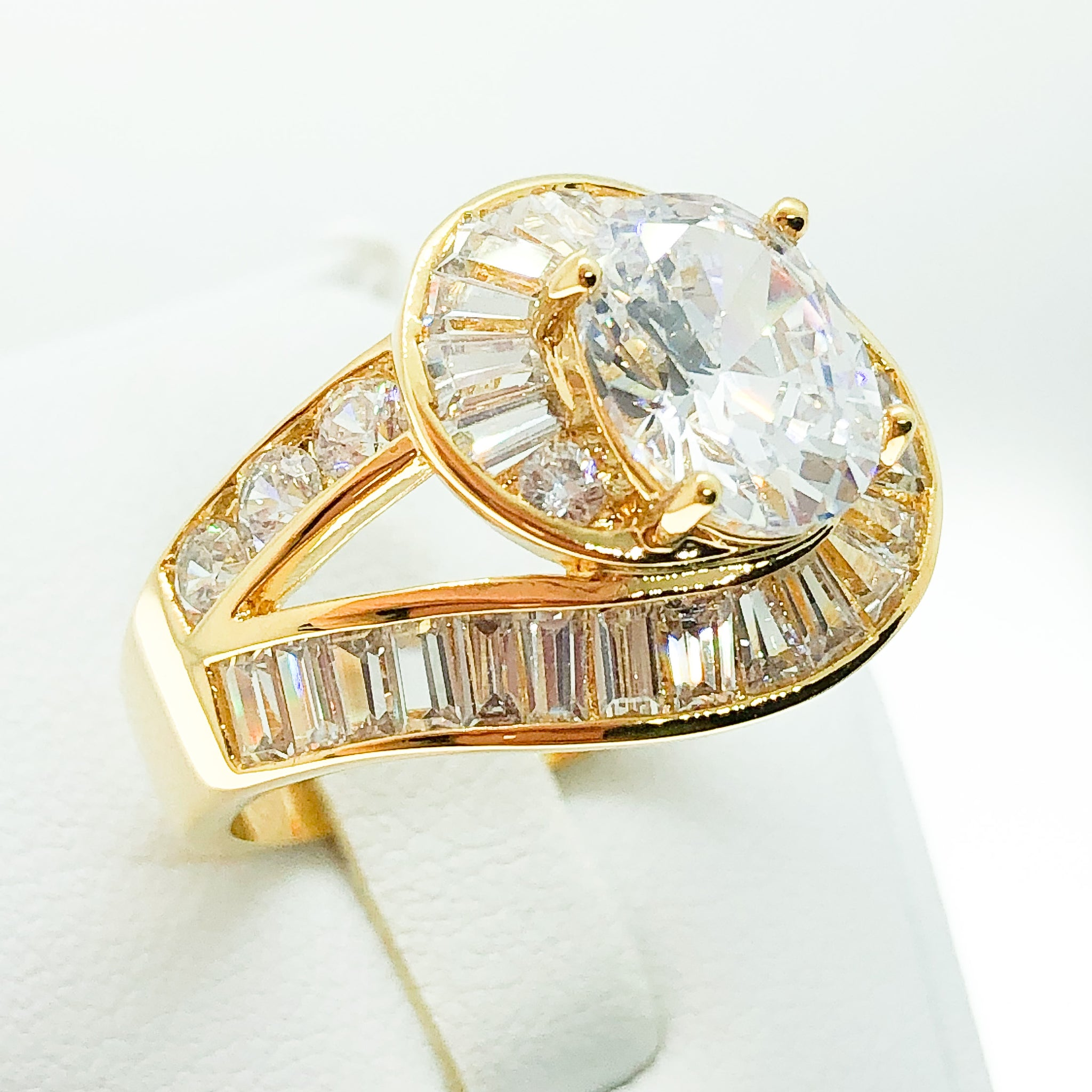 ID:R2465 Women Vintage Jewelry 18K Yellow Gold GF Wonderful Engagement Wedding Diamonique Solitaire Ring With Accent