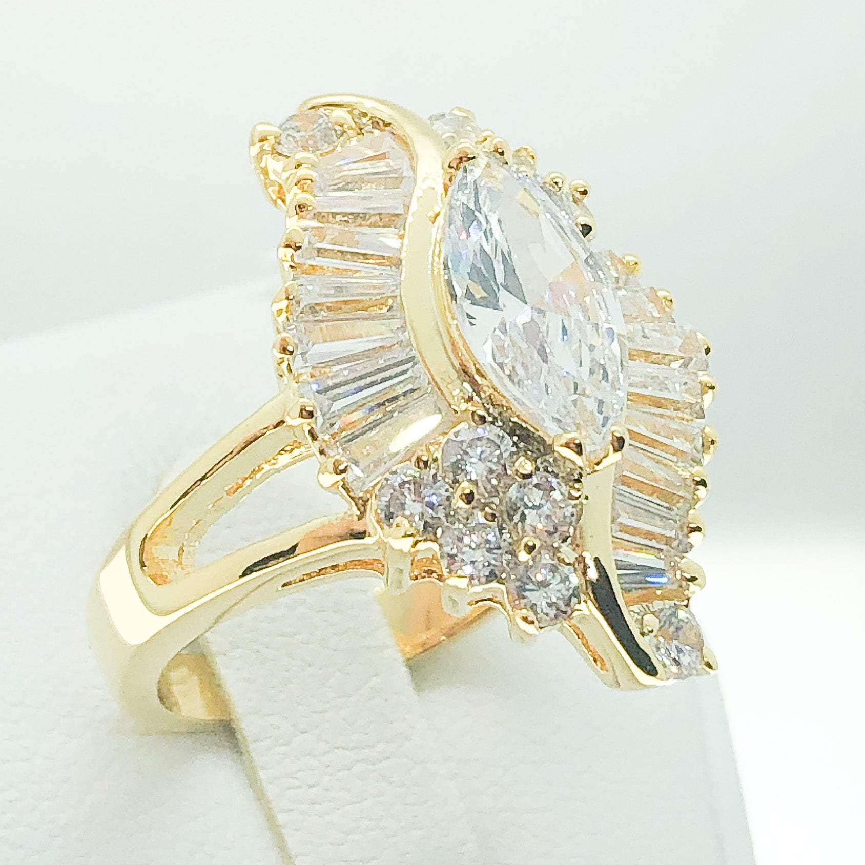 ID:R0578 Women Vintage Jewelry 18K Yellow Gold GF Eye-Catching Engagement Wedding Solitaire Bridal Diamonique Ring With Accent