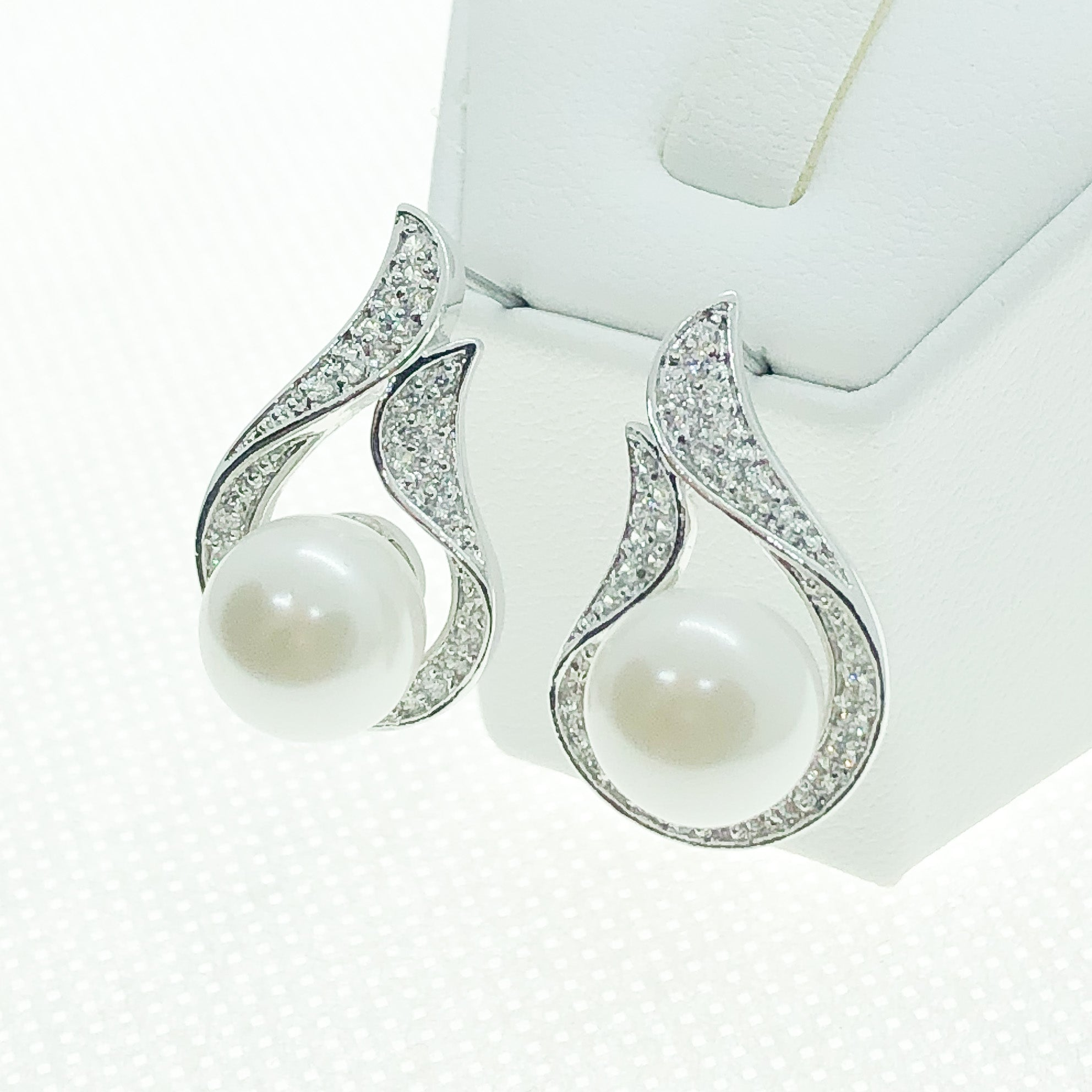 ID: E0559 Women Jewelry 18K White Gold GF Pearl with Clear Round Stones Earrings Fashion Lady Drop Stud