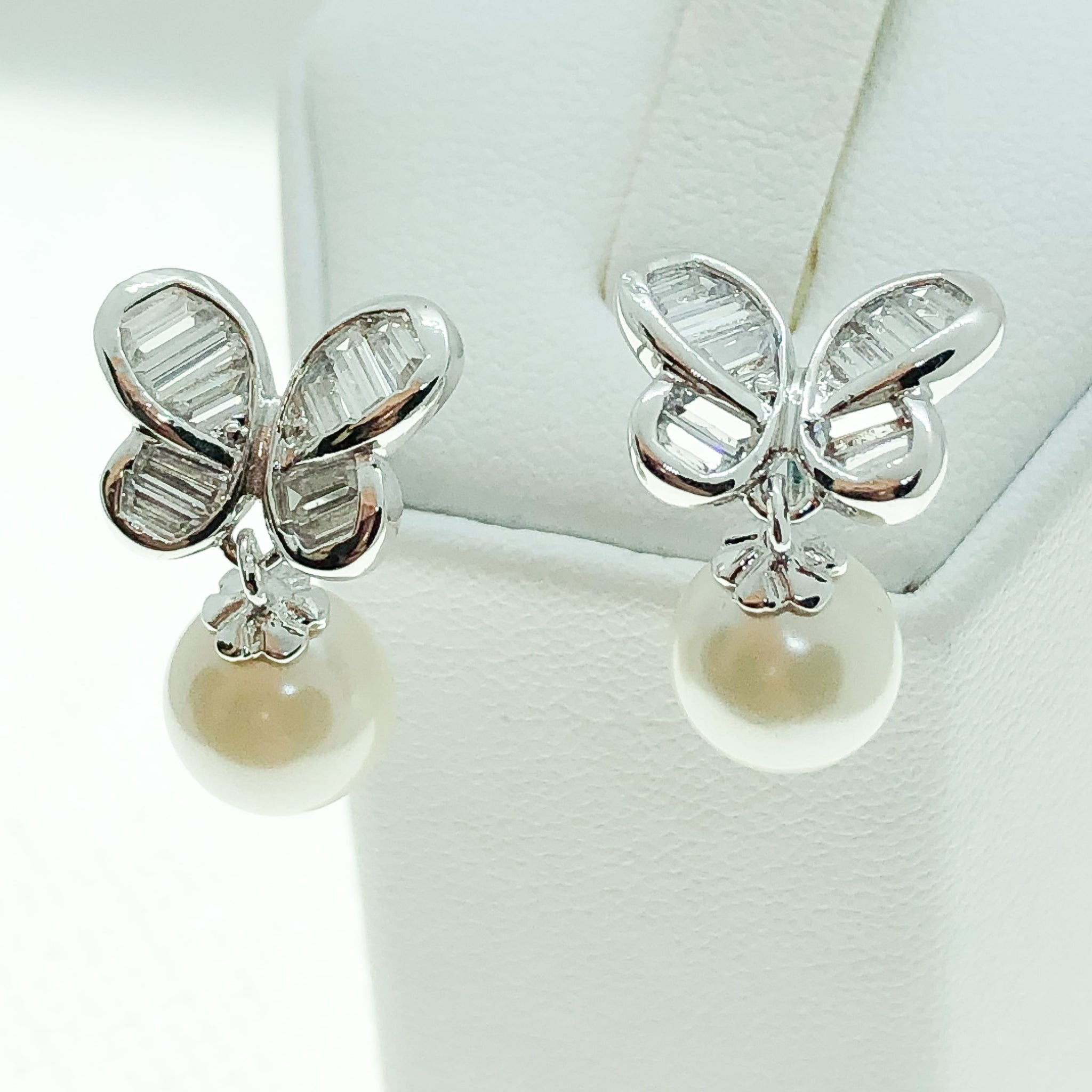 ID: E2292 Women Jewelry 18K White Gold GF Pearl with Clear Round Stones Earrings Fashion Party Lady Butterfly Drop Stud