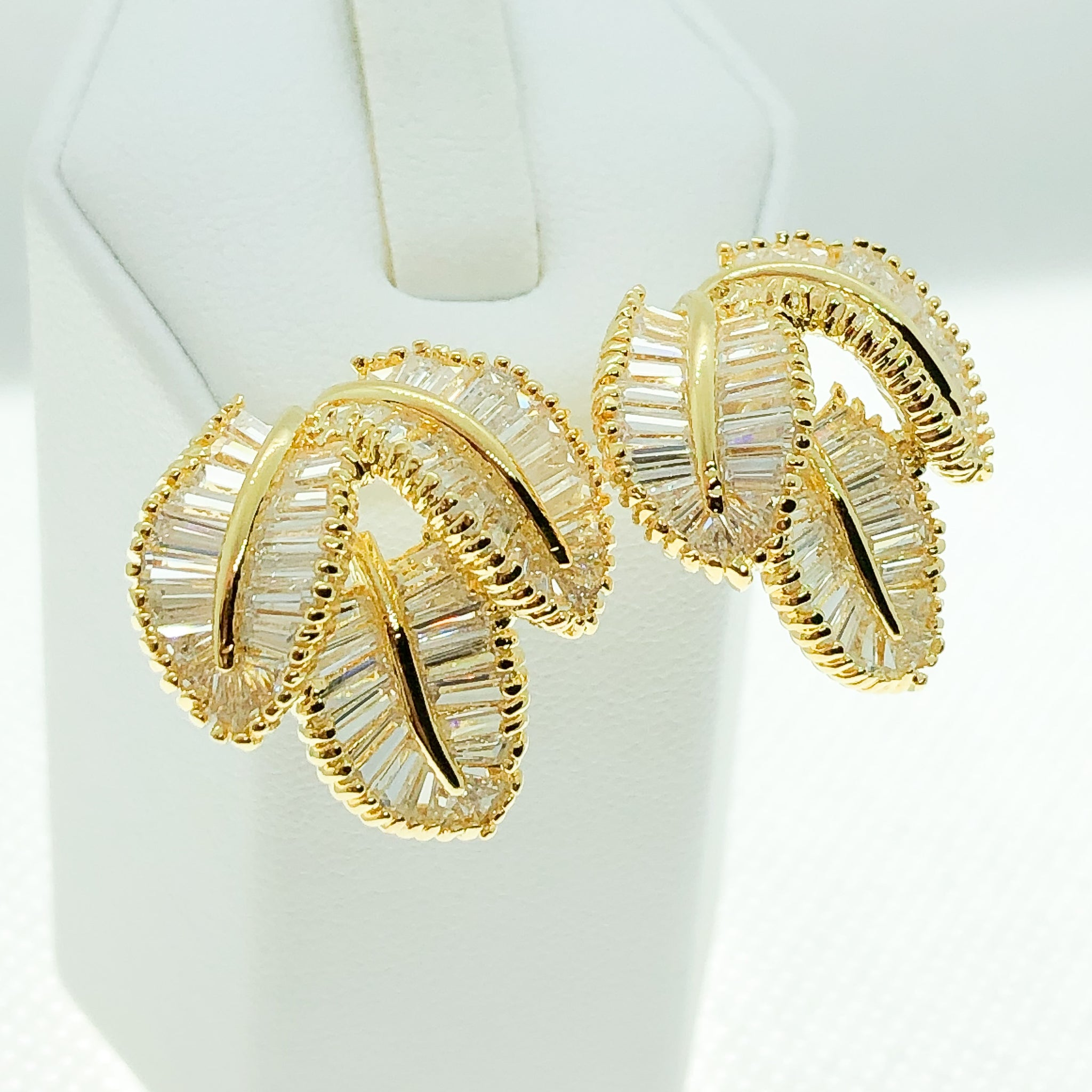 ID: E2353 WOMEN JEWELRY 18K YELLOW GOLD GF CLEAR STONES EARRINGS FASHION LADY WEDDING PARTY STUD UNIQUE THREE LEAVES DESIGN