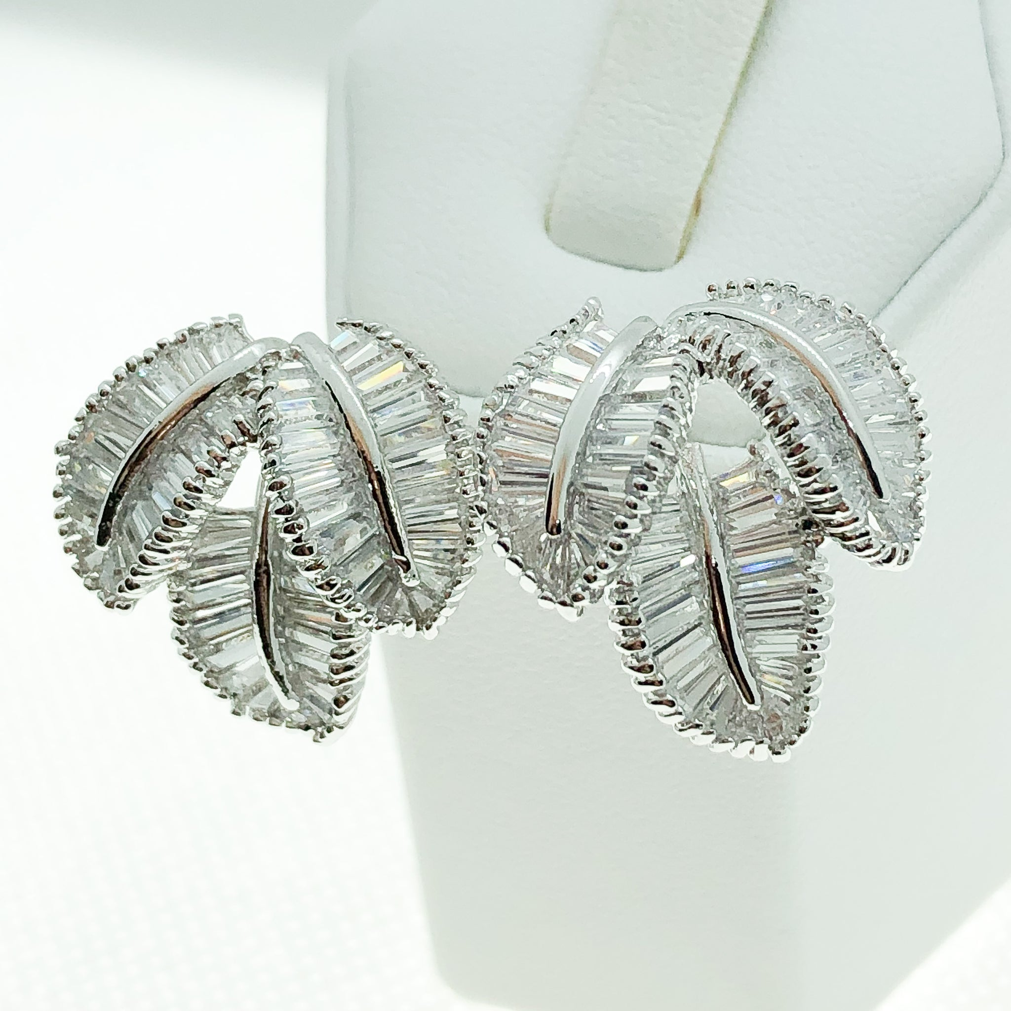 ID: E2353 WOMEN JEWELRY 18K WHITE GOLD GF CLEAR STONES EARRINGS FASHION LADY WEDDING PARTY STUD UNIQUE THREE LEAVES DESIGN