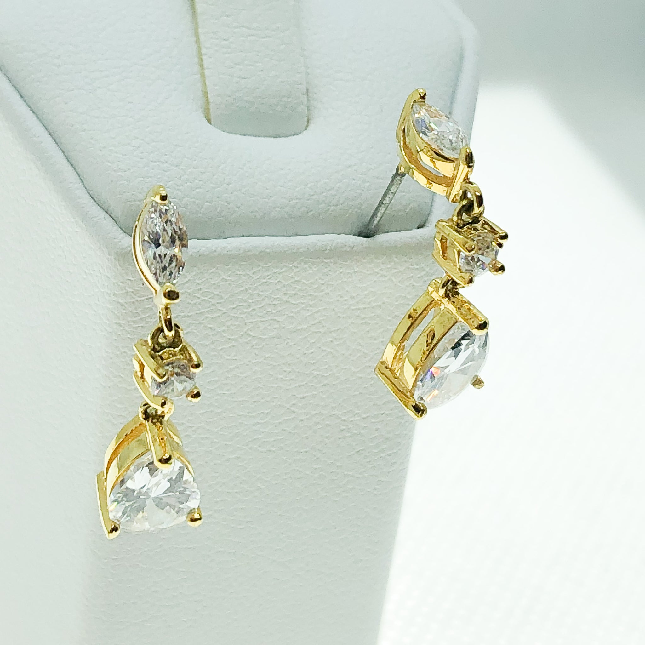 ID: E4396 WOMEN JEWELRY 18K YELLOW GOLD GF SHINING CLEAR STONES EARRINGS FASHION LADY  ENGAGEMENT WEDDING DROP DANGLE