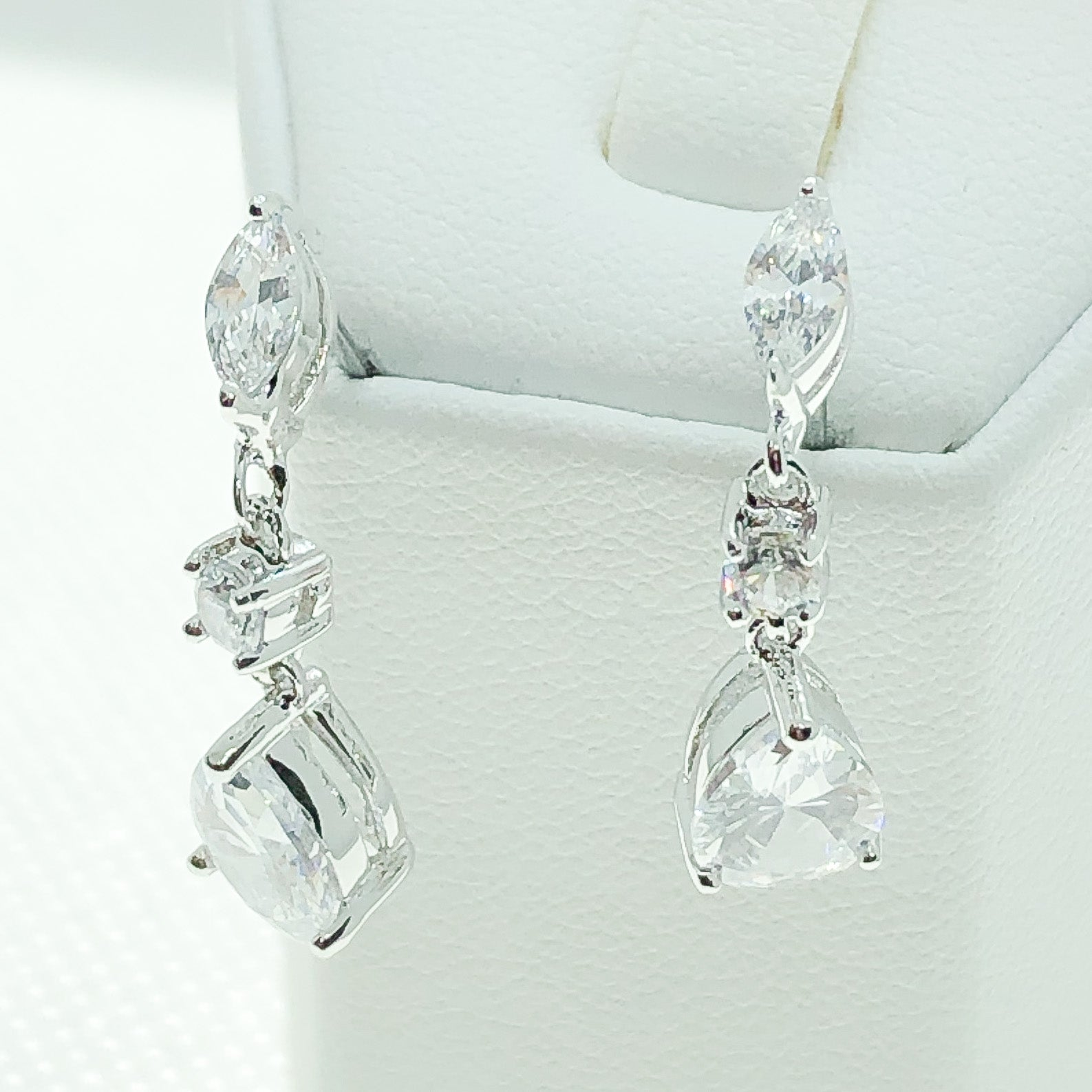ID: E4396 WOMEN JEWELRY 18K WHITE GOLD GF SHINING CLEAR STONES EARRINGS FASHION LADY  ENGAGEMENT WEDDING DROP DANGLE