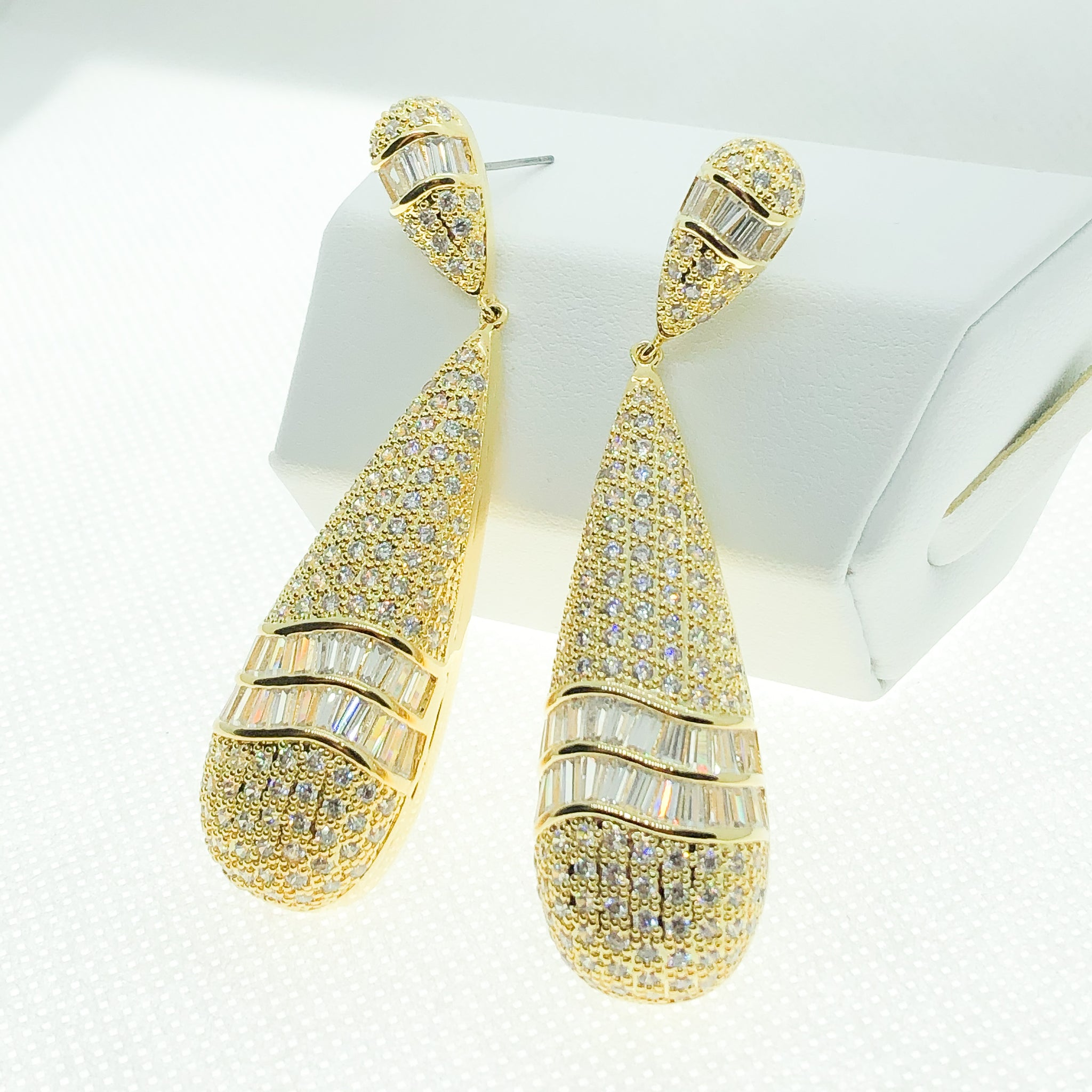 ID: E4705 WOMEN JEWELRY 18K YELLOW GOLD GF CLEAR STONES EARRINGS FASHION LADY  ENGAGEMENT WEDDING PARTY DROP LUXURY DANGLE
