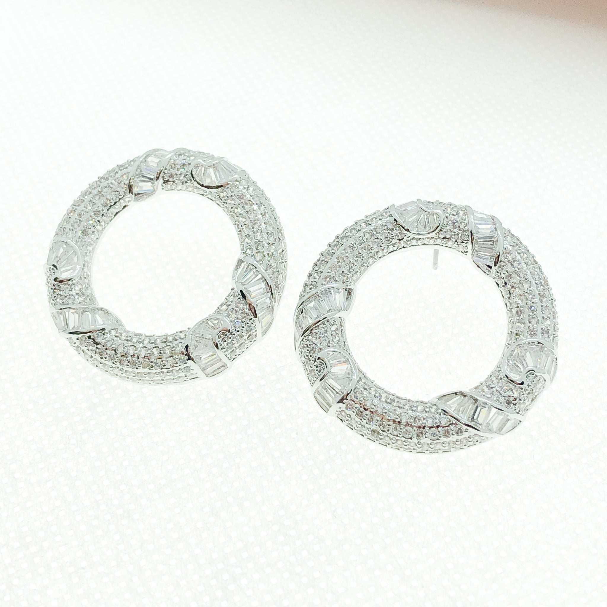 ID: E4753 WOMEN JEWELRY 18K WHITE GOLD GF CLEAR ROUND STONES EARRINGS FASHION LADY WEDDING ENGAGEMENT UNIQUE LUXURY STUD
