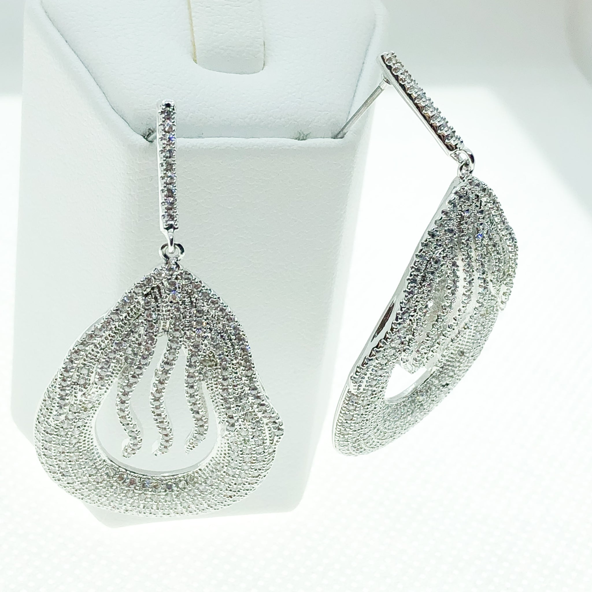 ID: E4851A Women Fashion Jewelry 18K White Gold GF Diamonique Earrings Lady Engagement Wedding Drop Dangle