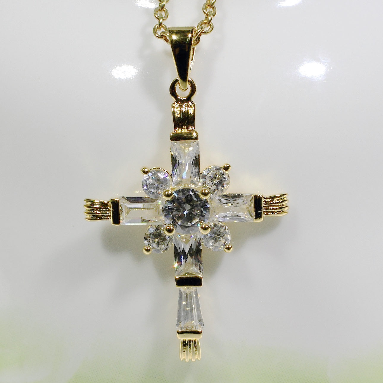 ID: P3281 Women 18K Yellow Gold GF Clear Stones Cross Necklace Pendant Fashion Lady Jewelry Great Gift