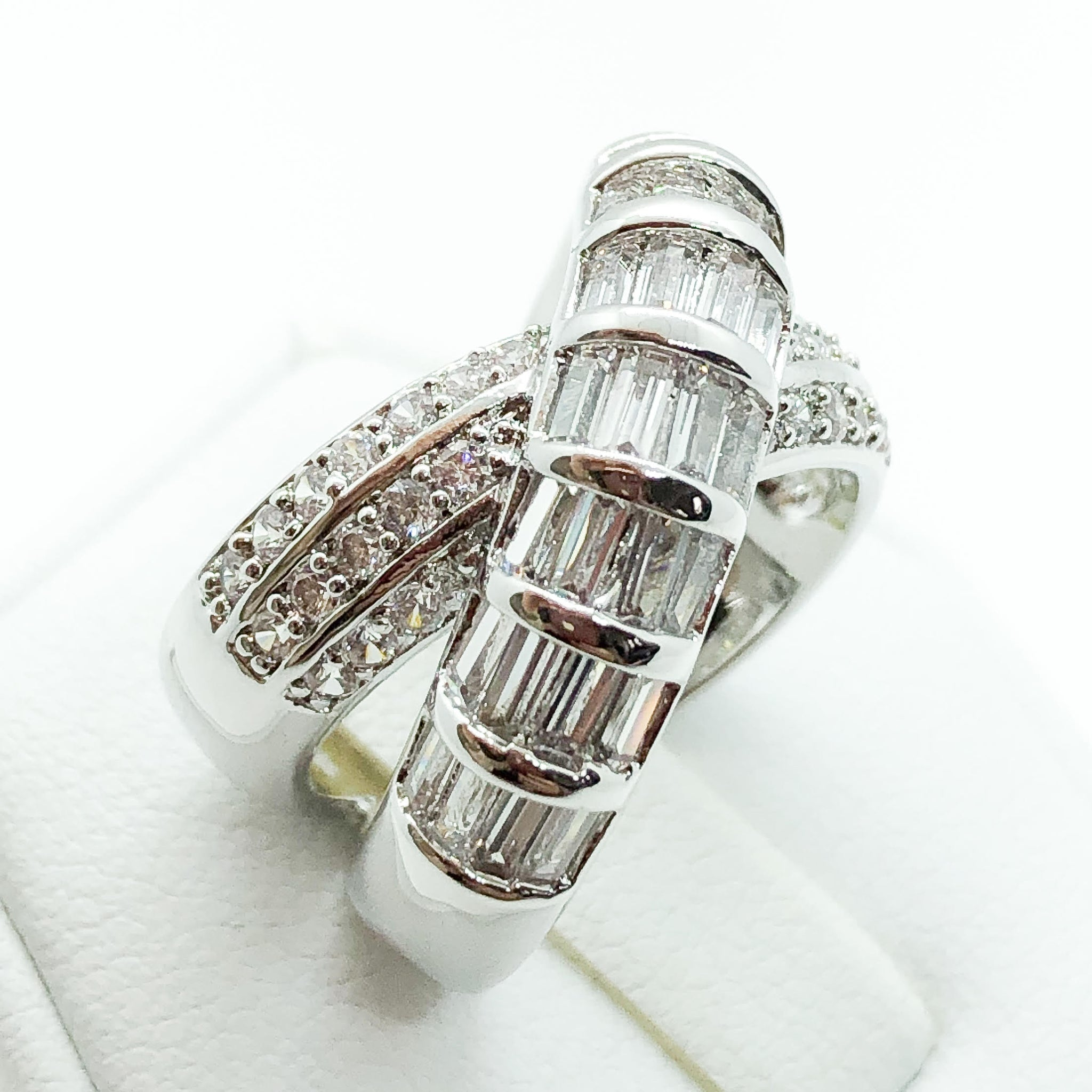ID:R7025 Women 18K White Gold GF Fashion Jewelry Glittering Stones Engagement Wedding Band Roll Ring