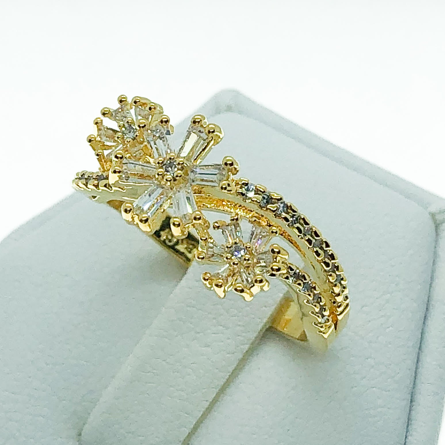 ID:R7213 Women 18K Yellow Gold GF Fashion Jewelry Extraordinary Snow Flake Cluster Cocktail Ring