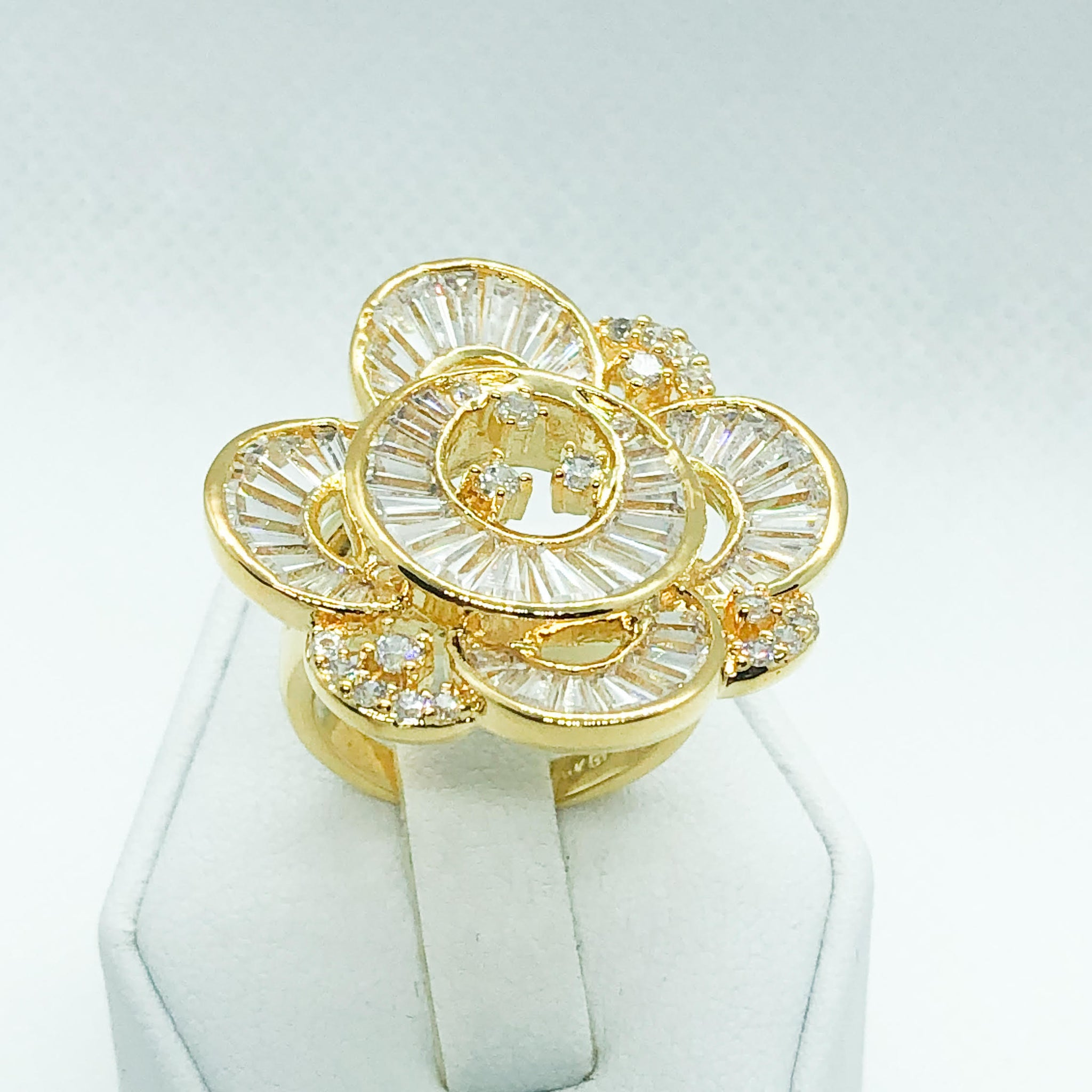 ID:R6225 Women 18K Yellow Gold GF Jewelry Luxury Flower Design Stunning Anniversary Promise Cluster Cocktail Ring
