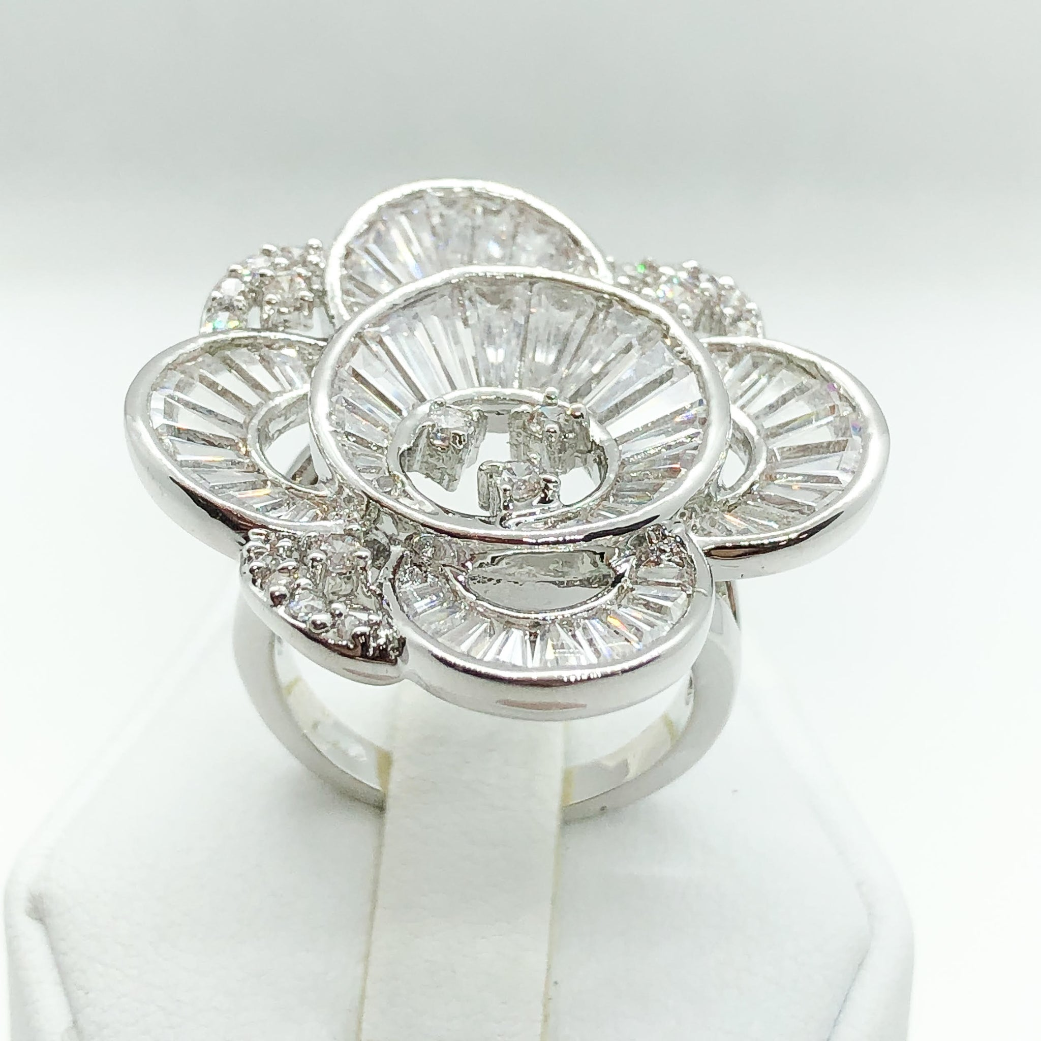 ID:R6225 Women 18K White Gold GF Jewelry Luxury Flower Design Stunning Anniversary Promise Cluster Cocktail Ring