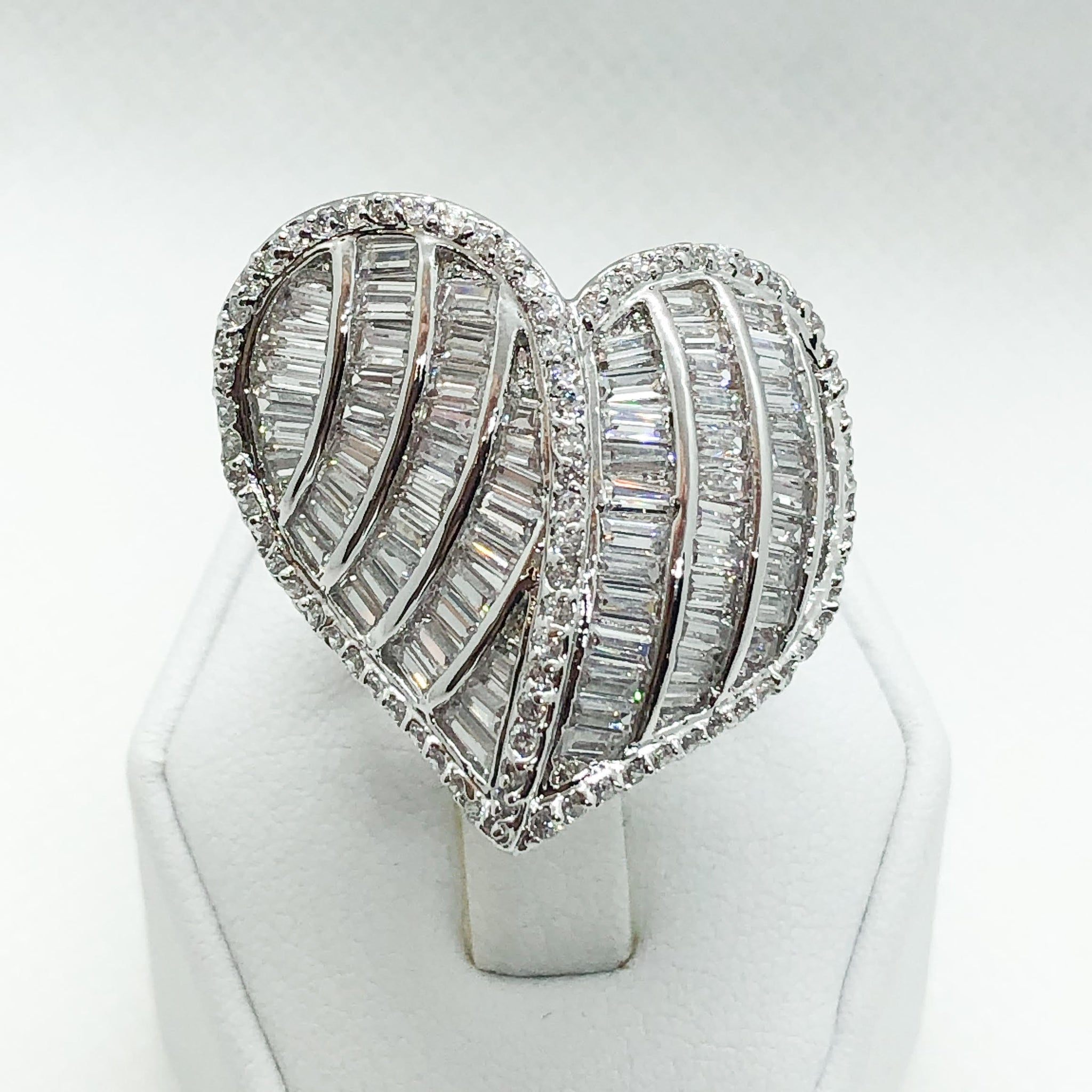 ID:R5055 Women 18K White Gold GF Fashion Jewelry Stunning Unique Heart Design Luxury Eternity Cocktail Ring