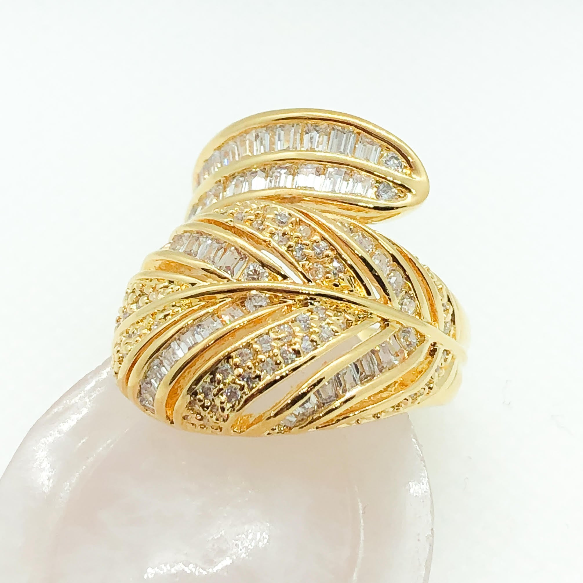 ID:R4149 Women 18K Yellow Gold GF Fashion Jewelry Latest Unique Leaf Design Shimmering Gemstones Cocktail Ring