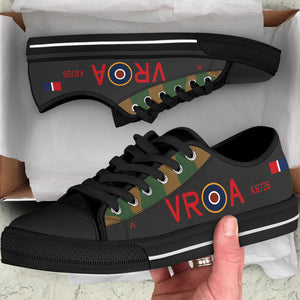 Lancaster VR-A of Andrew Mynarski VC Inspired Men's Low Top Canvas Shoes - I Love a Hangar