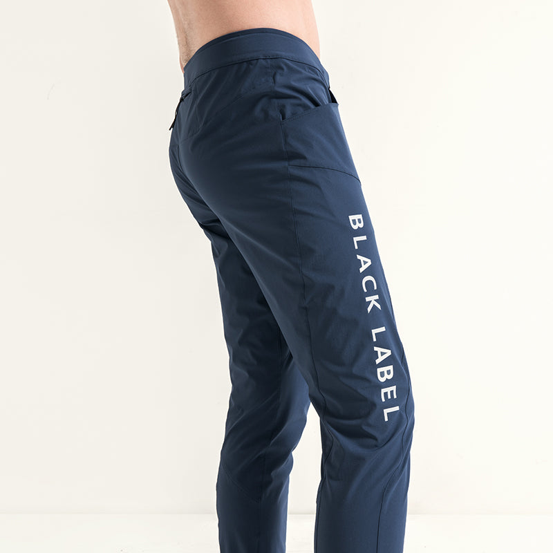 Men's quick-dry pants close up 5822002
