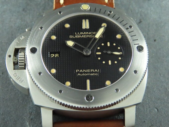 Panerai Luminor 1950 3 Days Automatic Submersible Left Handed Titanium 47 mm Special Limited Edition PAM 569