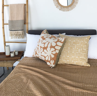 Bed Spread HL Sand & White