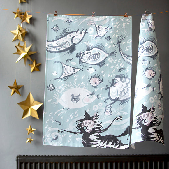 TEA TOWEL – CAT AMONGST THE FISHY ('Fishy Tales' collection)
