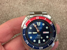 Load image into Gallery viewer, Men's Seiko Automatic Divers Watch SRPA21