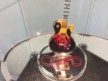 Laden Sie das Bild in den Galerie-Viewer, Guitar Heat Glass Figurine With Swarovski Crystals