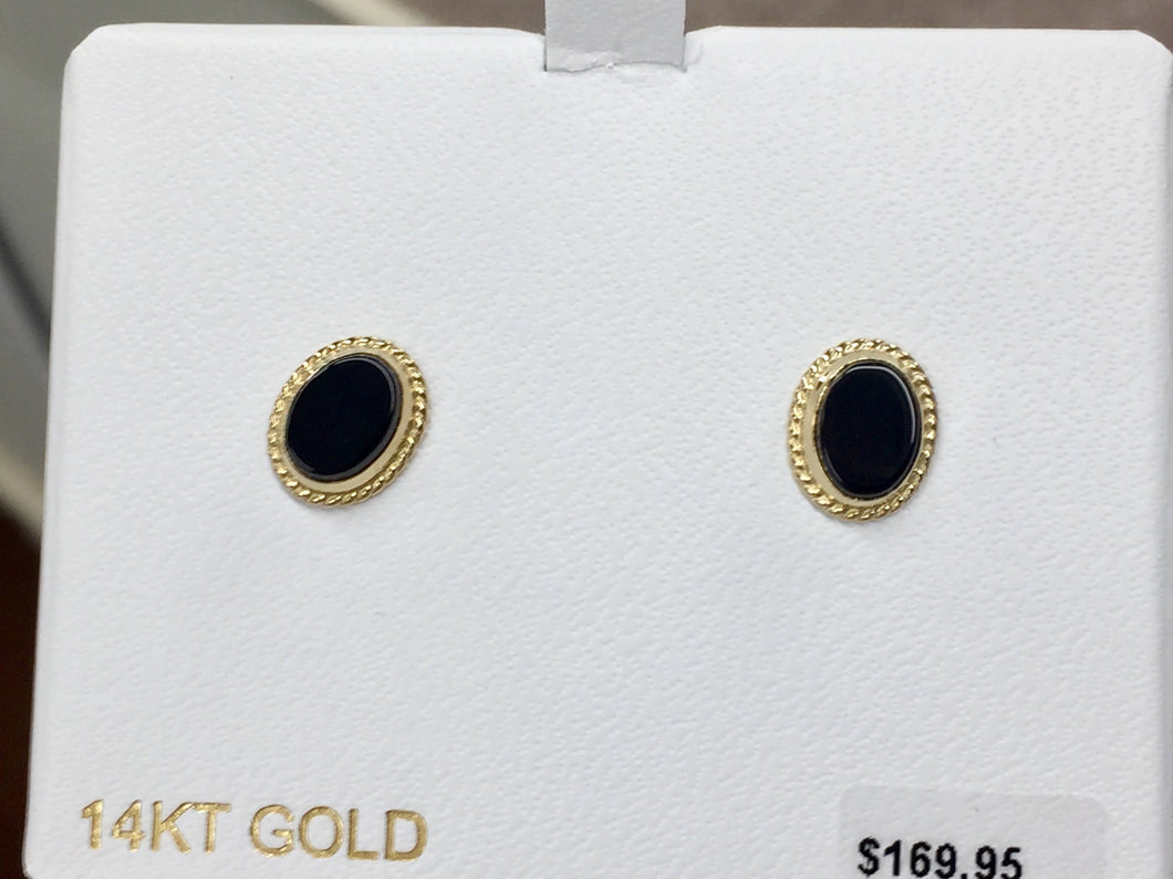 Oval Cabachon Onyx 14 K Yellow Gold Stud Earrings