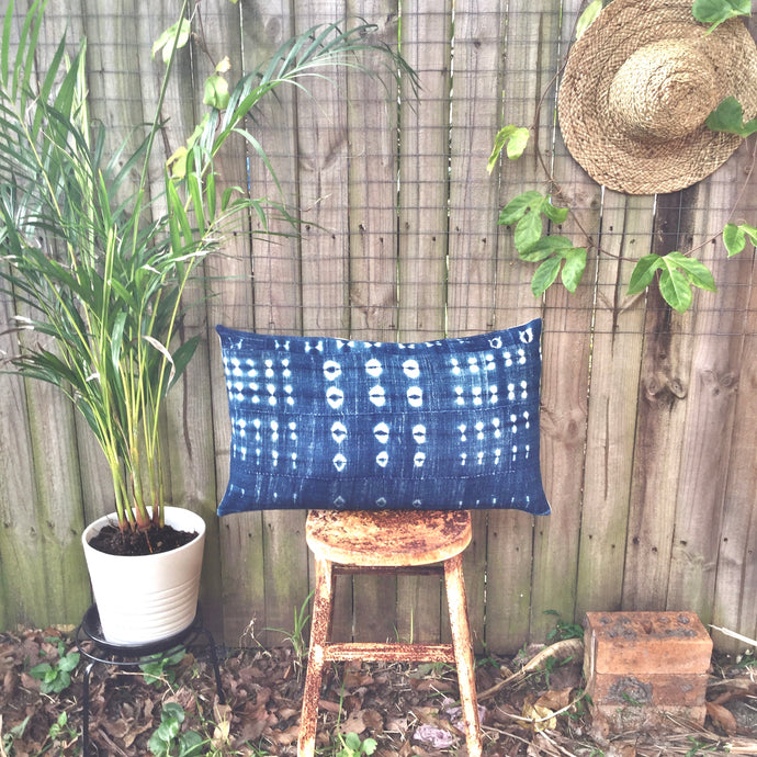 .PALE. 16x26 Mudcloth Cushion - True Blue