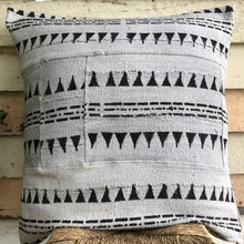 Load image into Gallery viewer, .PALE. 26x26 Mudcloth Cushion - Grey Aztec